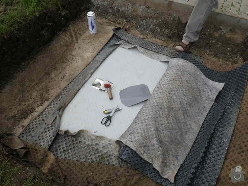 Znalecký posudek vegetační střechy nad hromadnými garážemi: IMGP6676