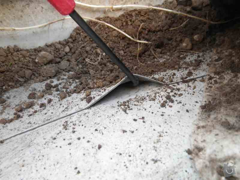 Znalecký posudek vegetační střechy nad hromadnými garážemi: IMGP7787