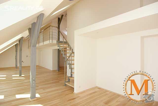 Návrh a realizace šatny v půdnim bytě: obr1