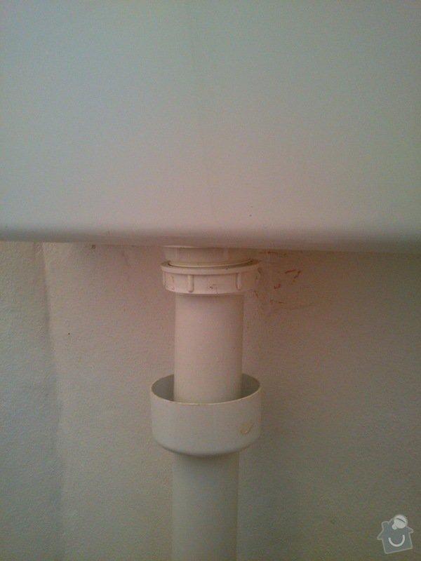 Výměna elektroinstalace ve starém lustru a těsnění u nádržky na WC: DSC_0101