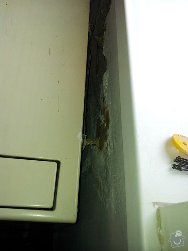 Kontrola a oprava vafky odtržené ze zdi: 20130224_112515