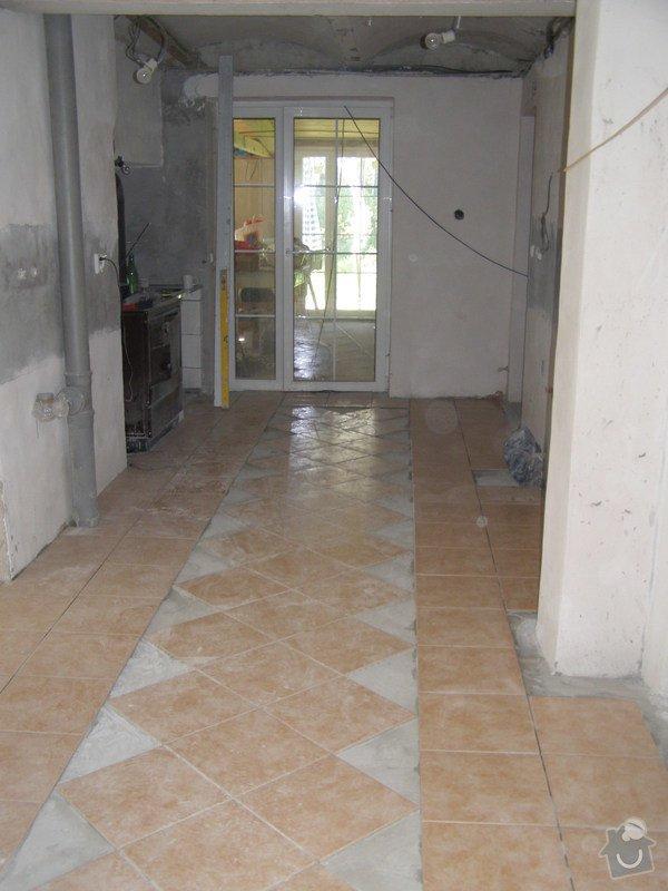 Obklad  koupelen v podkroví a přízemí,pokládka dlažby v přízemí: chodba_1