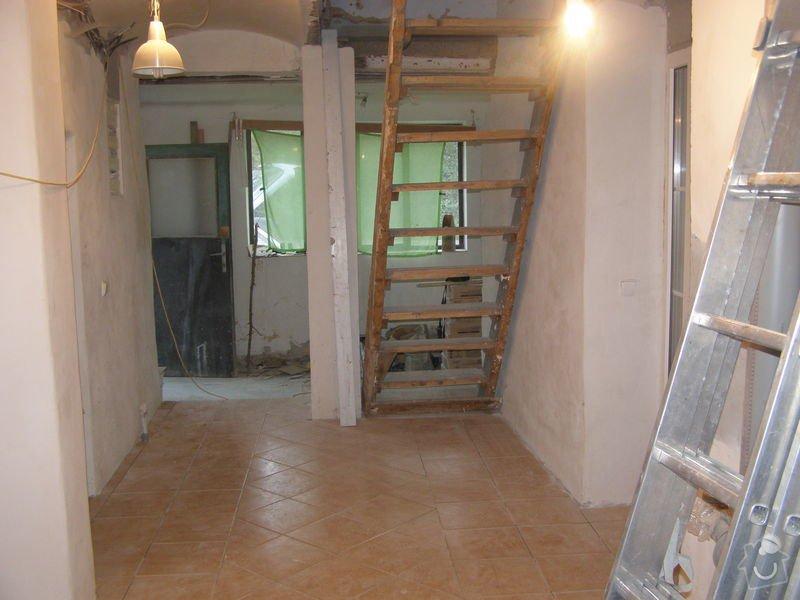 Obklad  koupelen v podkroví a přízemí,pokládka dlažby v přízemí: chodba_konec