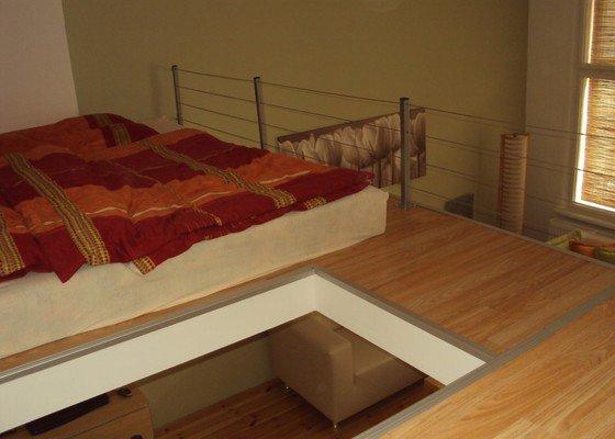 Patro na spaní, plovoucí podlahy.