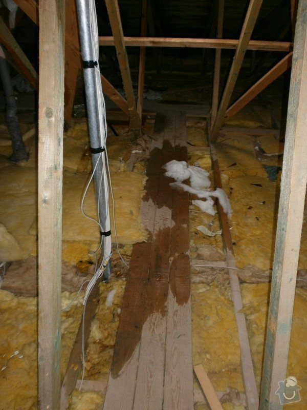 Oprava střechy bytového domu: P2240325