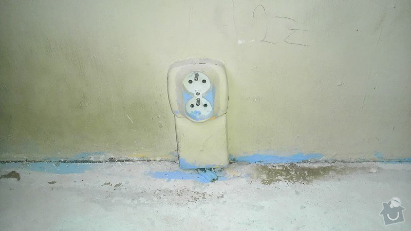 Rekonstrukce staré elektroinstalace (2 pokoje + chodba): IMAG1286