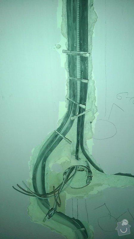 Rekonstrukce staré elektroinstalace (2 pokoje + chodba): IMAG1317