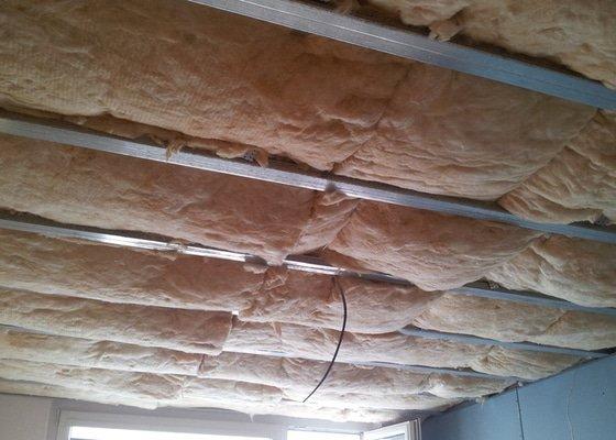 Podhledy s izolací a odhlučněné stěny