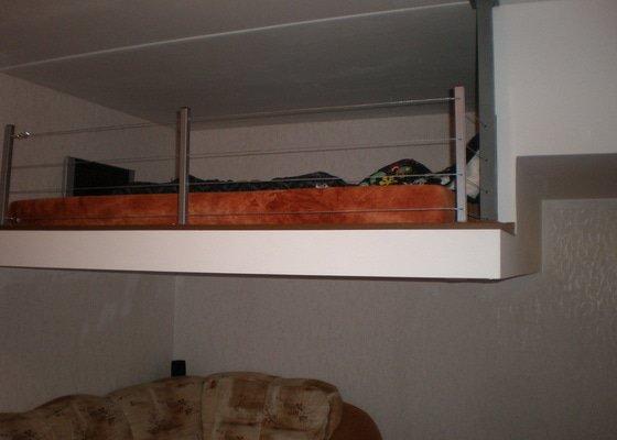 Patro na spaní, schody,osvětlení,zábradlí.