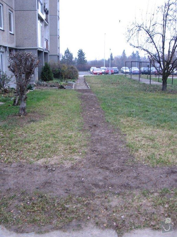 Pokládka zámkové dlažby do venkovního chodníku, cca 36 m2: pokladka_1_rady_betonovych_tvarnic