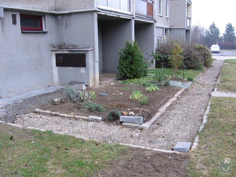 Pokládka zámkové dlažby do venkovního chodníku, cca 36 m2: ulozeni_zamkove_dlazby_do_stavajicich_obrub