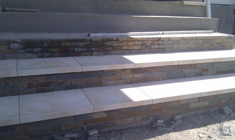 Obložení venkovného schodiště, sloupku a zdi.: IMAG0493