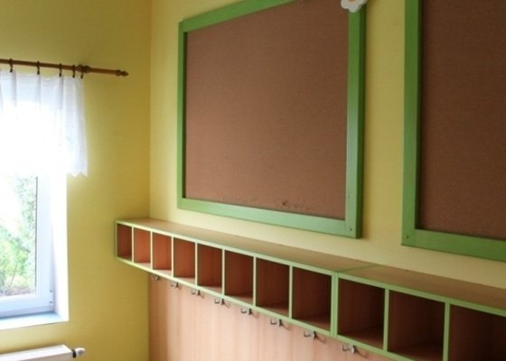 Návrh a realizace obložení a vybavení nábytkem chodby MŠ