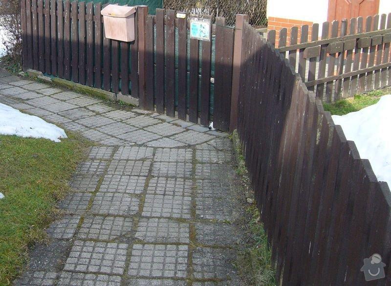 Výměna obrubníků u chodníku, připojení okapu do odpadů: plot1