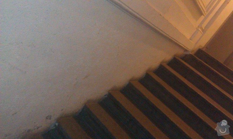 Sklopné nájezdové kolejnice (lišty) pro sjezd/výjezd kočárků/popelnic přes vstupní schodiště činžovního domu: IMAG0578