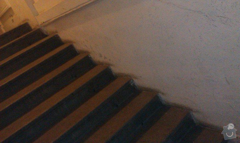Sklopné nájezdové kolejnice (lišty) pro sjezd/výjezd kočárků/popelnic přes vstupní schodiště činžovního domu: IMAG0579
