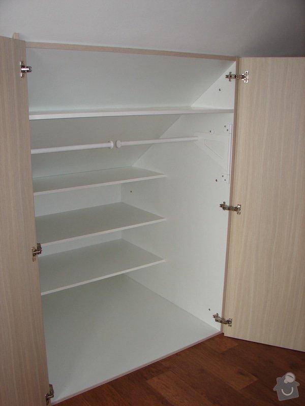 Vybavení ložnice včetně posuvných dveří : DSC03217