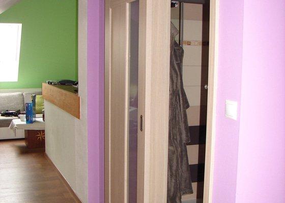 Vybavení ložnice včetně posuvných dveří