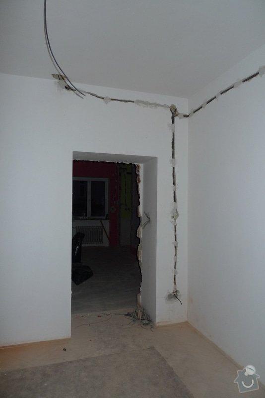 Finální interiérové omítky a začištění vybouraných zárubní v cihlovém 3+1: P1130827
