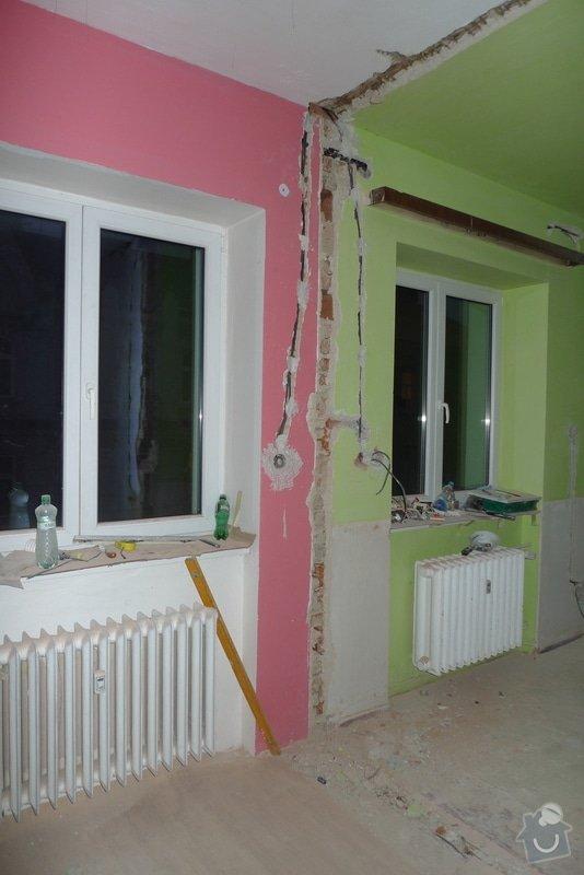 Finální interiérové omítky a začištění vybouraných zárubní v cihlovém 3+1: P1130828