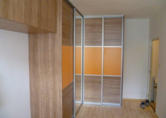 Vestavná skříň s posuvnými dveřmi