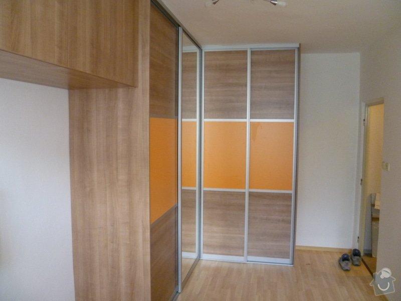 Vestavná skříň s posuvnými dveřmi: P1000455