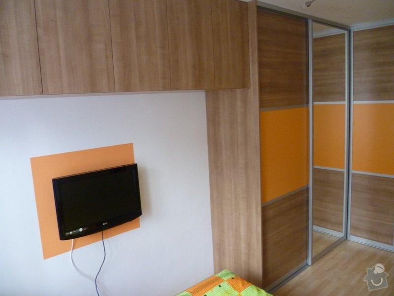 Vestavná skříň s posuvnými dveřmi: P1000462