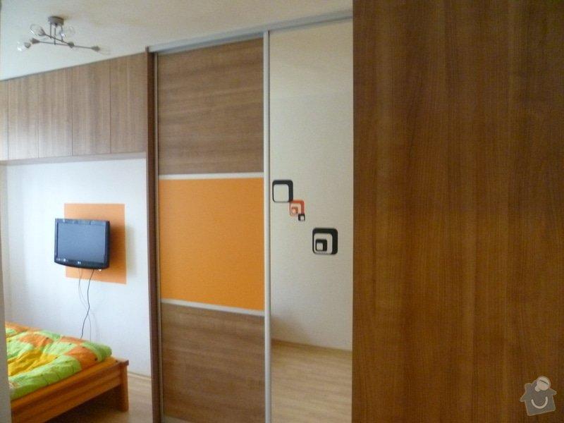 Vestavná skříň s posuvnými dveřmi: P1000451