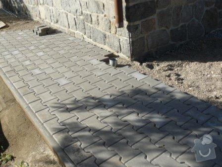 Pokládka zámkové dlažby: P1050747