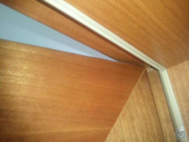 Oprava interiérových dveří (případně zavěšení): 20130313_093910