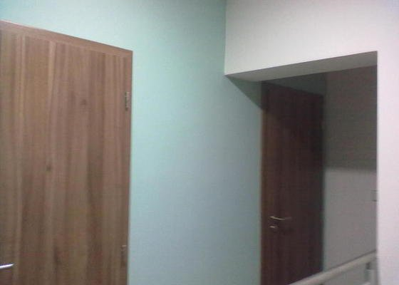 Malba barvou v dome