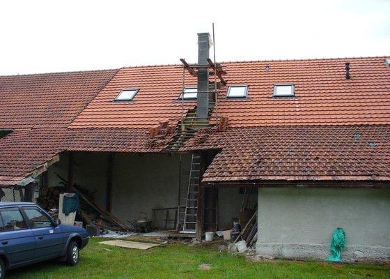 Půdní vestavba ze sádrokartonu, stavba komínu, zhotovení vstupního schodiště - Lány