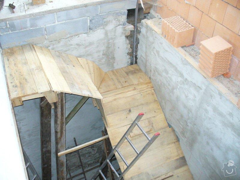 Půdní vestavba ze sádrokartonu, stavba komínu, zhotovení vstupního schodiště - Lány: schodiste_Lany_2