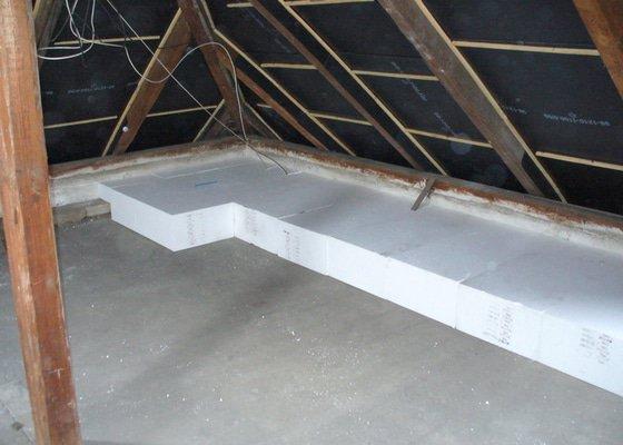 Zateplení stropu půdního prostoru v rámci akce- Zelená úsporám v Novém Bydžově