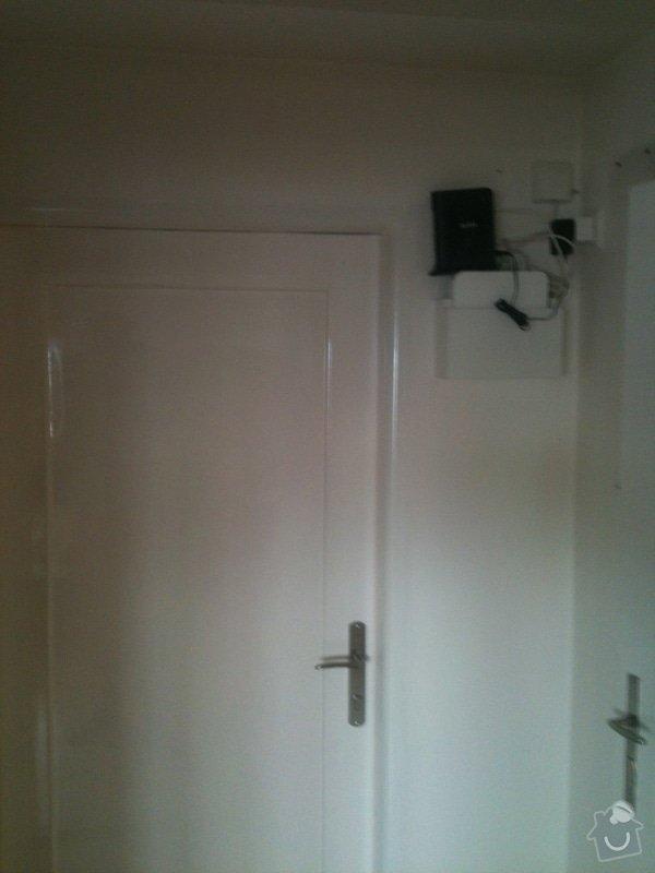 Zhotovení malé dřevěné poličky/skříňky na zeď pro schování modemu a wifi routeru: IMG_1188