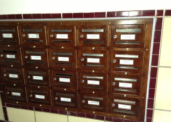 Renovace dřevěných poštovních schránek