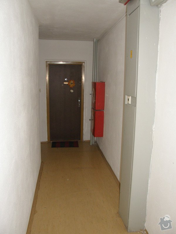 Přístavba chodby v panelovém domě: Chodba_stavajici_001