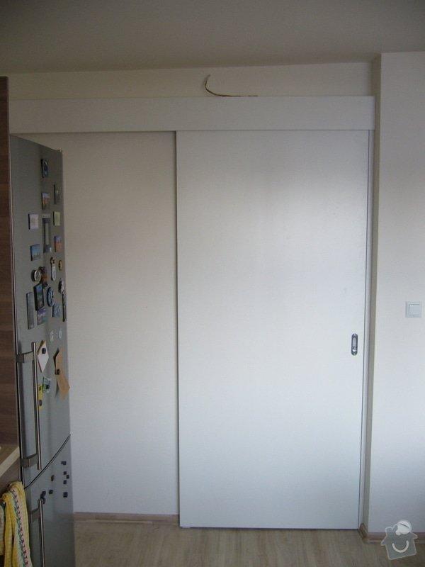 Výroba int. posuvných dveří na stěnu: P1050110