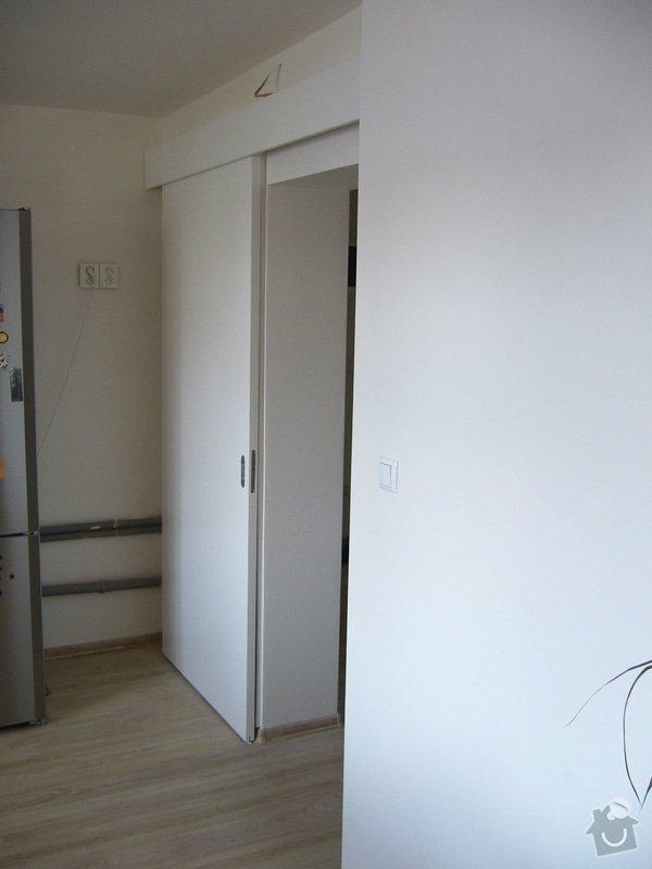Výroba int. posuvných dveří na stěnu: P1050112