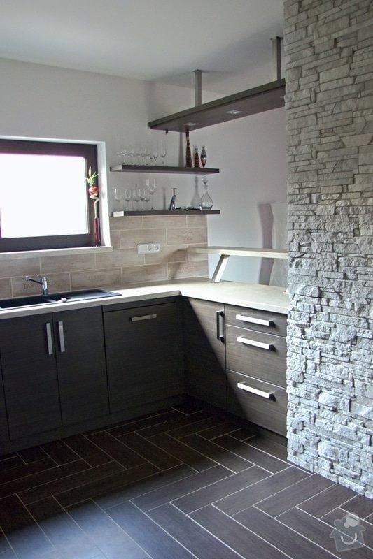 Výroba a montáž kuchyně: 010