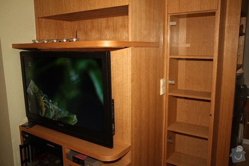 Funkční skříň na míru s prostorem pro vinotéku a TV: skrin-0323-02