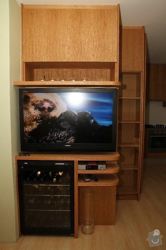 Funkční skříň na míru s prostorem pro vinotéku a TV: skrin-0323-08