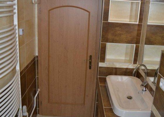 Rekonstrukce koupelny,obklad za kuchyňskou linkou, dlažba v kuchyní, chodbě, obýváku a schodu, drobné zednické práce