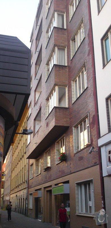Výměnu oken v Družstevním domě: Thamova21