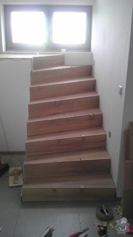Obklad betonových schodů třívrstvou dřevěnou podlahou,zednické začištění: IMAG0106_kopie