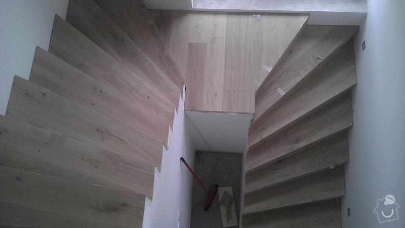 Obklad betonových schodů třívrstvou dřevěnou podlahou,zednické začištění: IMAG0107