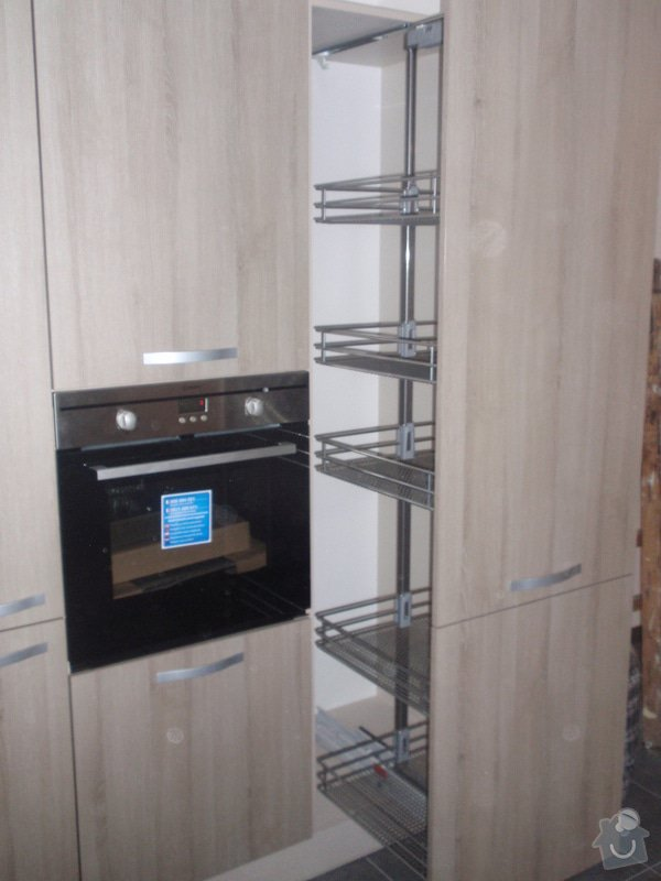 Výroba kuchyňské linky, dodání interiérových dveří: 023