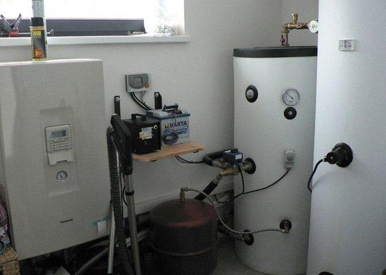 Montáž tepelného čerpadla a solárního systému s podlahovým topením