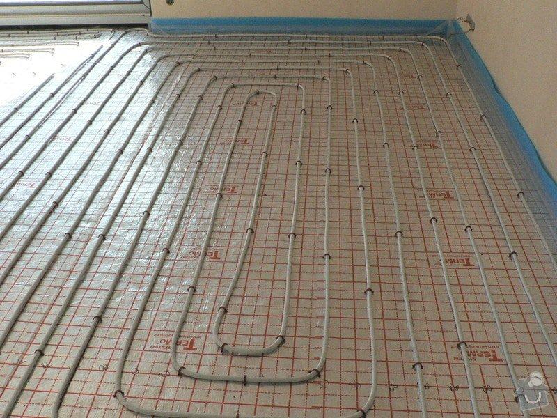 Montáž tepelného čerpadla a solárního systému s podlahovým topením: podlahovka