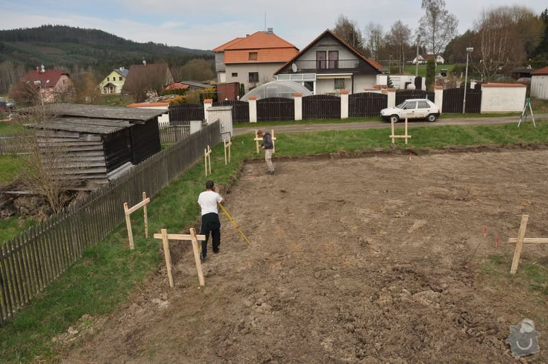 Vytyčení polohy základové desky rodinného domu v Dobřívě: rousek2
